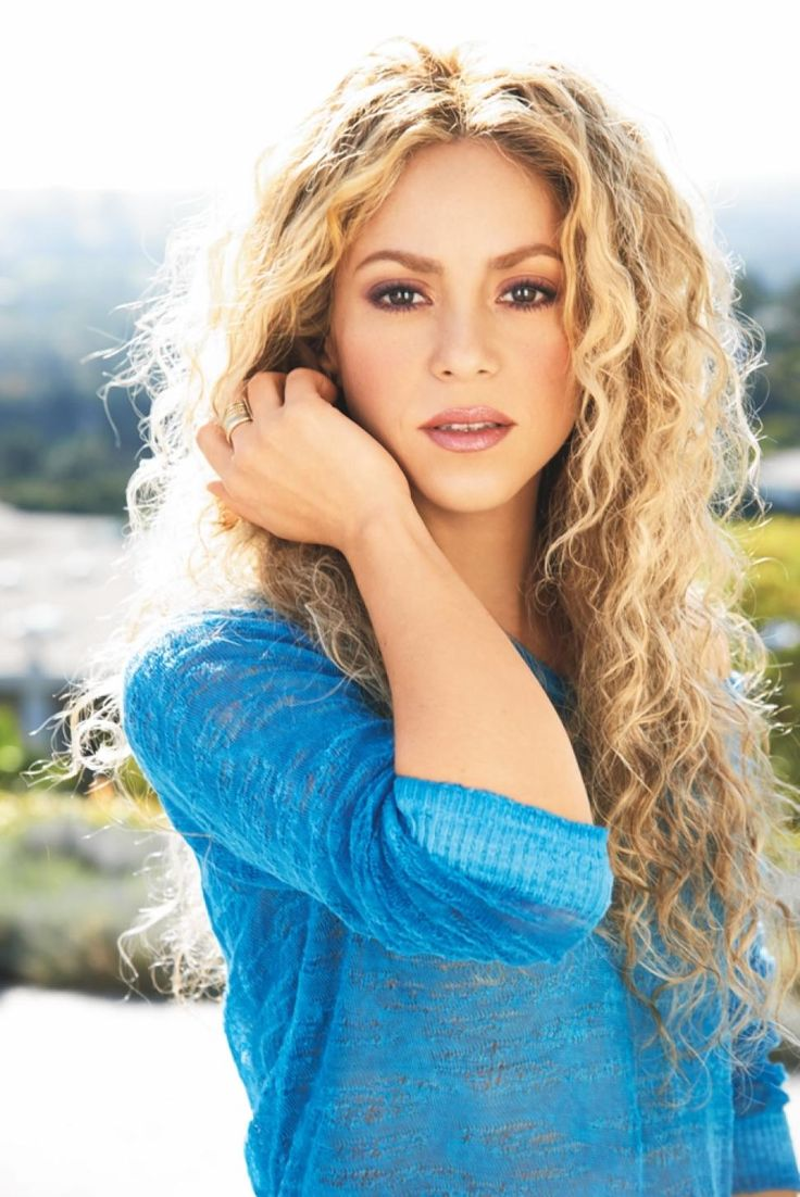 Shakira flaunts fit physique in crop top hot pants i think that ive been dancing since the moment i was born daily news