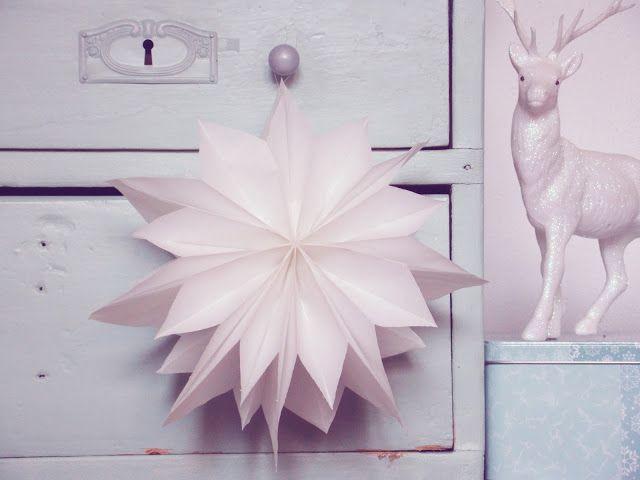 Manche DIY Ideen sind einfach so simpel wie genial, heute möchte ich euch meine allerliebeste Weihnachtsbastelei zeigen, hübsche weiße Sterne aus Brotpapier