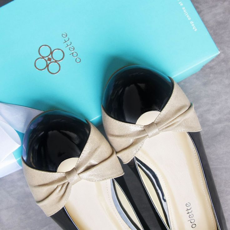 A gift will be remain sweet even though given not on special date. Because every gift from a friend is a wish for your happiness. #odetteshoes #giftwrap