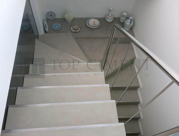 escaleras de microcemento para vivienda con perfilería de aluminio