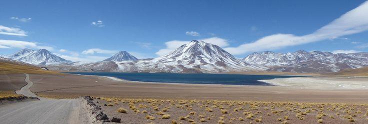 Die Tour zu den Altiplano Lagunen Meñiques und Miscanti ist eine der schönsten Touren von San Pedro de Atacama aus...