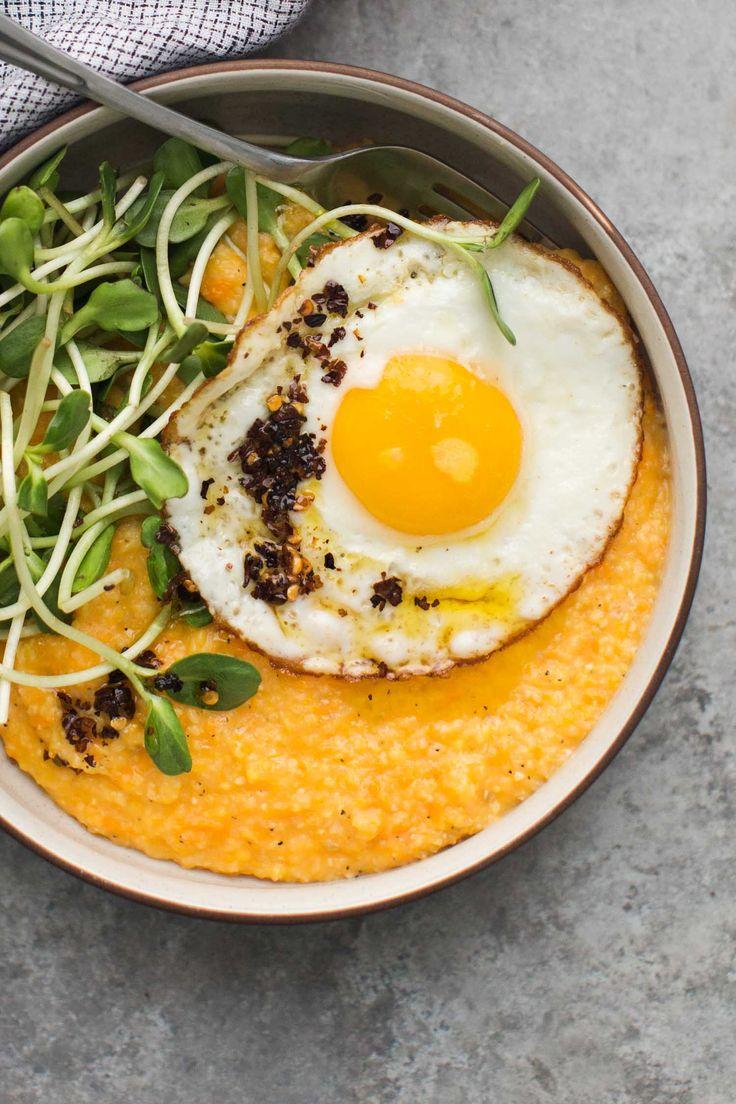Polenta aux patates douces, oeufs sur le plats et verdures #spring
