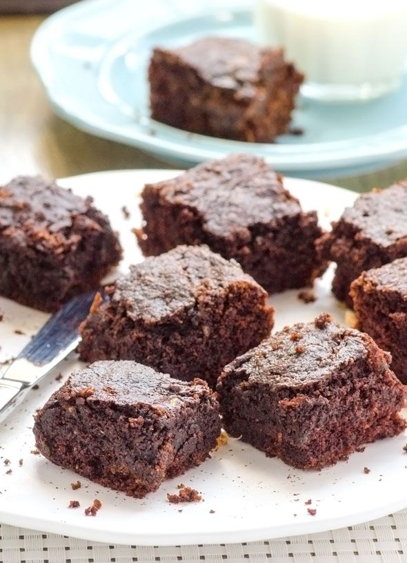 Healthy Zucchini Brownies Recipe with coconut oil, raw honey and whole wheat flour. Moist and a real deal zucchini brownies. | ifoodreal.com