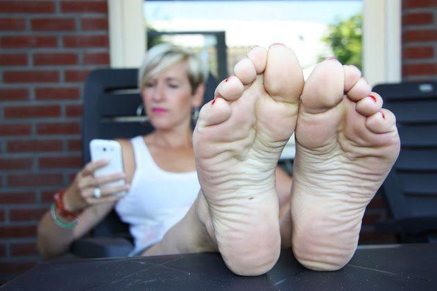 611 best Mature feet (pies de maduras) images on Pinterest