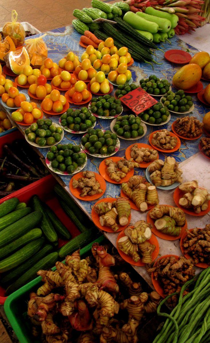 Mercado de frutas y verduras en Kuching, Borneo