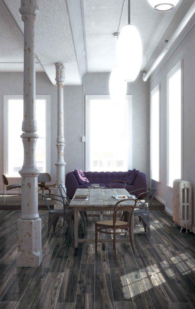 Murs blancs, parquet foncé et table bois massif