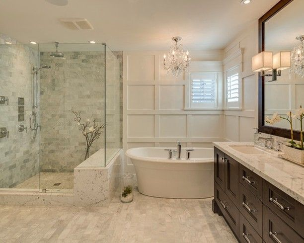 Mid-sized Traditional Master Bathroom
