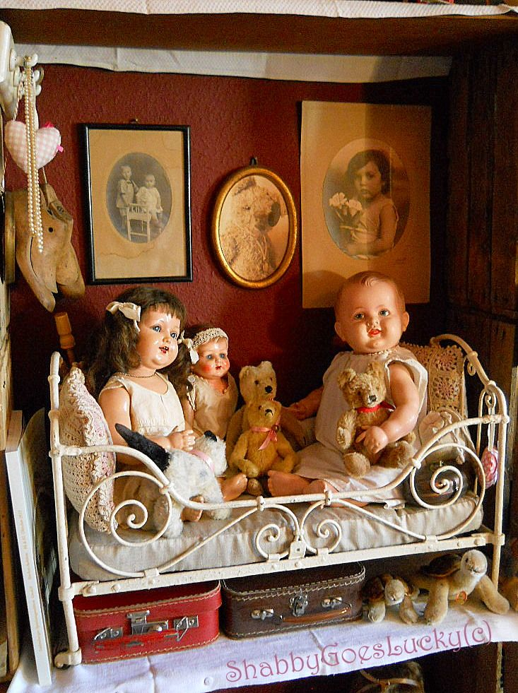 Old dolls and bears, waiting to be adopted... www.etsy.com/shop/ShabbyGoesLucky