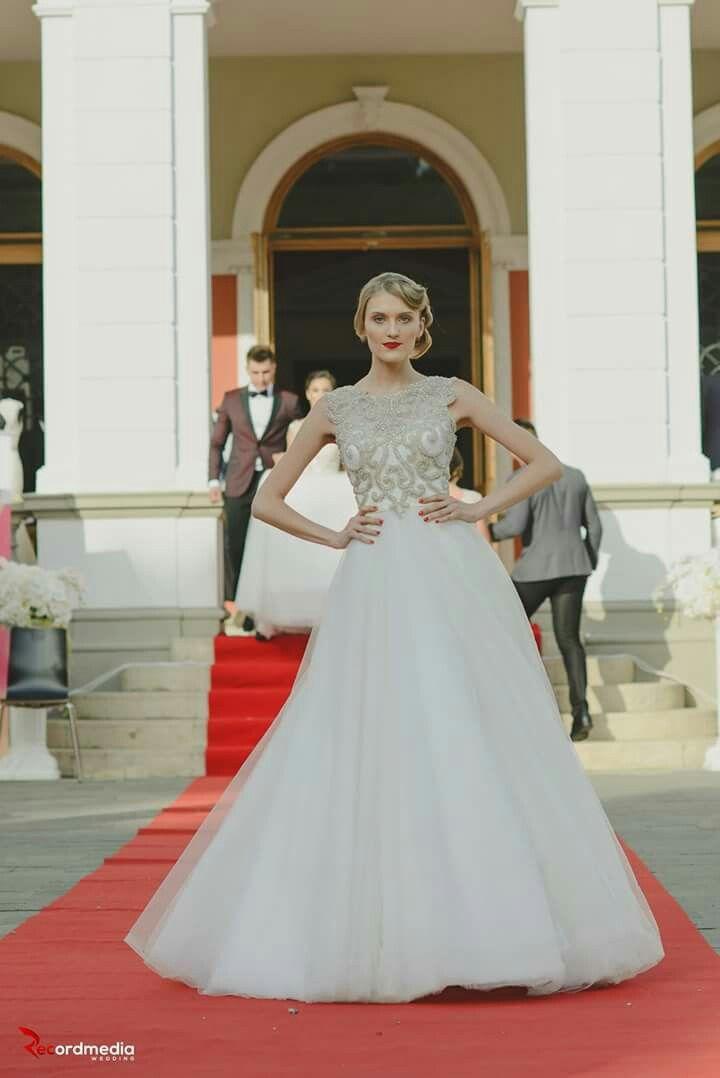 Colecția Bride's Dreams te așteptă în salonul Geea. #bridedreams #weddingcollection