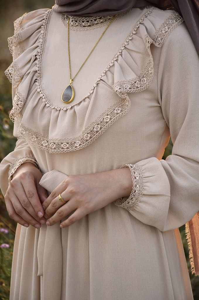 Prenses Model Bej Renk Elbise