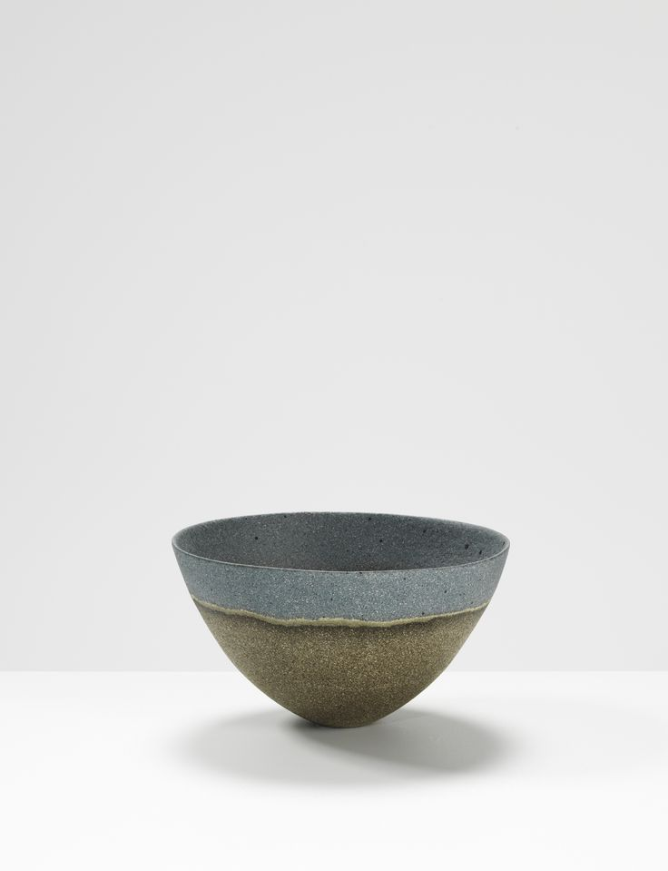 Jennifer Lee, Dark, blue rim, speckled haloed, 1999 Handbuilt coloured stoneware, 8.7 cm (h) #jenniferleeceramics #ceramic