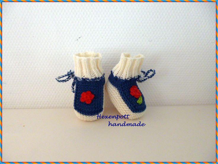 Strick- & Häkelschuhe - Babyschuhe Merino blau-weiß - ein Designerstück von Hexenpott bei DaWanda