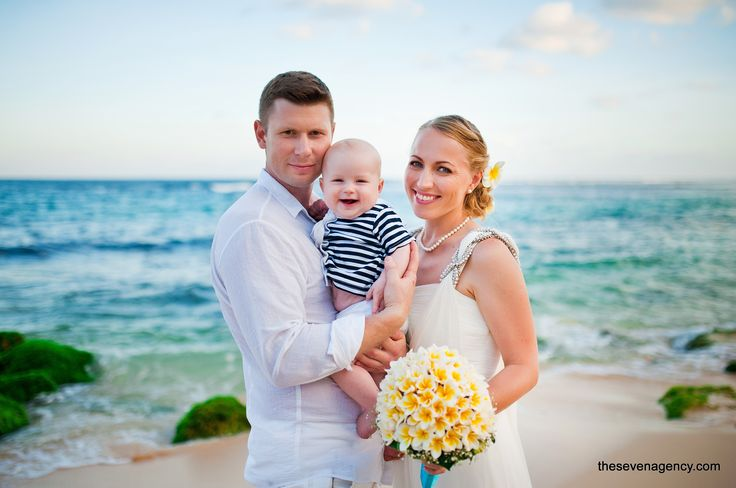 Have you ever dreamed to find yourself on a desert island and even spend the wedding ceremony there?   #baliwedding #beachweddings #bali #beach #wedding #smile