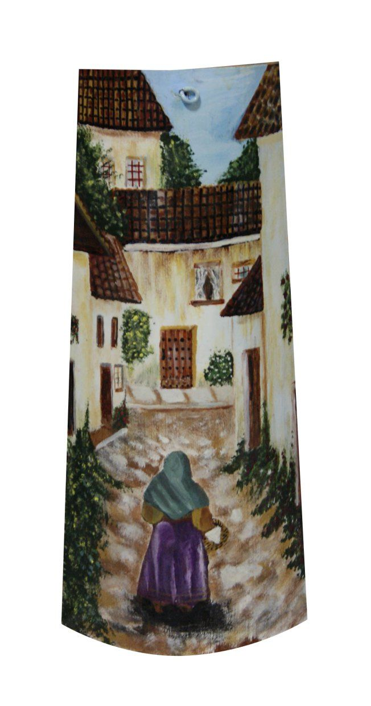 Anciana por calle asturiana. Teja pintada