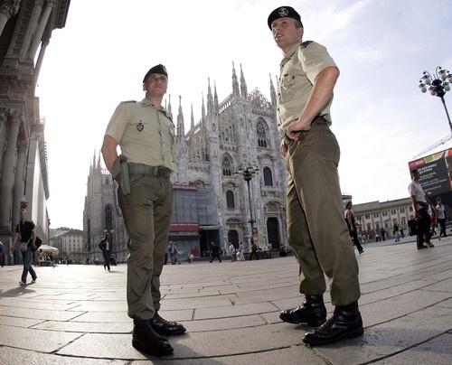 Repin Like    Milano, operazione strade sicure, tra la gente e in supporto alle Forze dell'ordine.