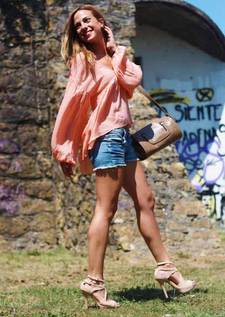 Peach Blouse | Looks and shoes
