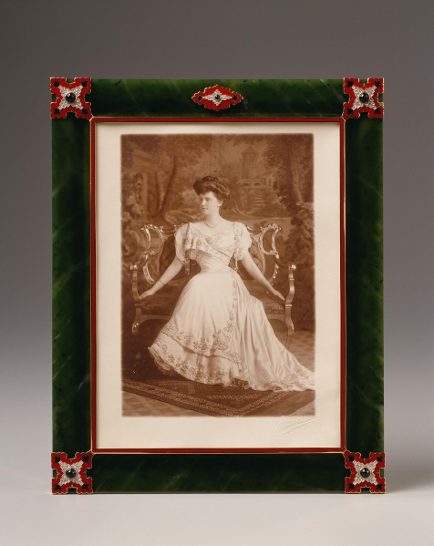 cartier frame with photograph of marjorie merriweather post jade gold enamel onyx - Enamel Picture Frames