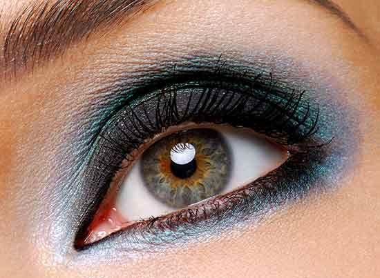 Maquillaje para ojos azul oscuro