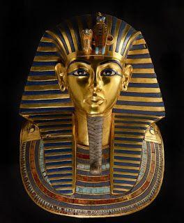TUTANKHAMON- maschera funeraria d'oro e pietre preziose del re Tutankhamon, Nuovo Regno, Cairo, Museo Egizio
