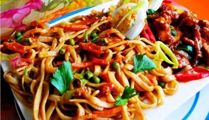 Surinaams eten – Surinaamse Bami Speciaal met Javaanse kip