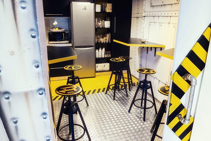 Birou Ezzo Designist 5 Un birou ca o navă spațială. În Timișoara.