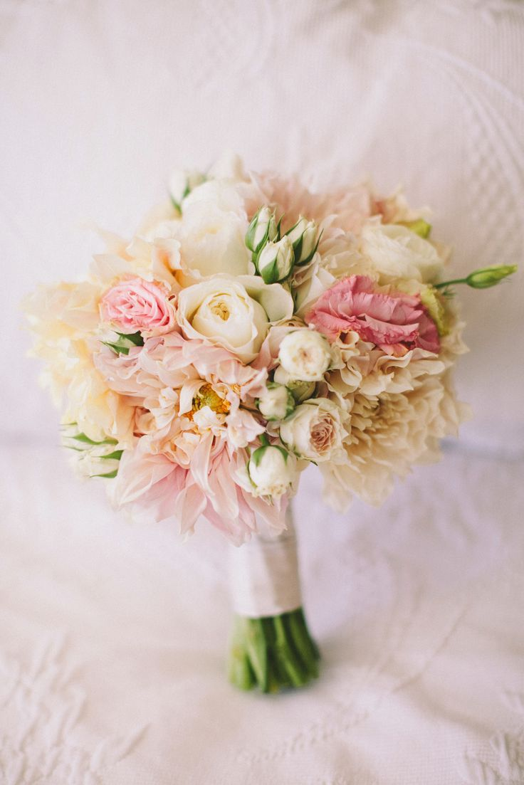 Pink and white bouquet. Photography: Laura Goldenberger - www.lauragoldenberger.com