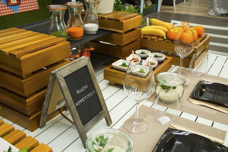 Ecco un'idea semplice e veloce per apparecchiare la tua tavola e presentare i tuoi buffet, con materiali eco-sostenibili e di tendenza. Tovaglie, tovagliette, tovaglioli,piatti, bicchieri, posate, ciotole, insalatiere, vassoi, contenitori fingerfooded espositori in bambù! Da noi puoi trovare tutto quello che occorre per allestire bar, ristoranti, take away, caffettiere… Scopri tutta la nostra gamma sul …