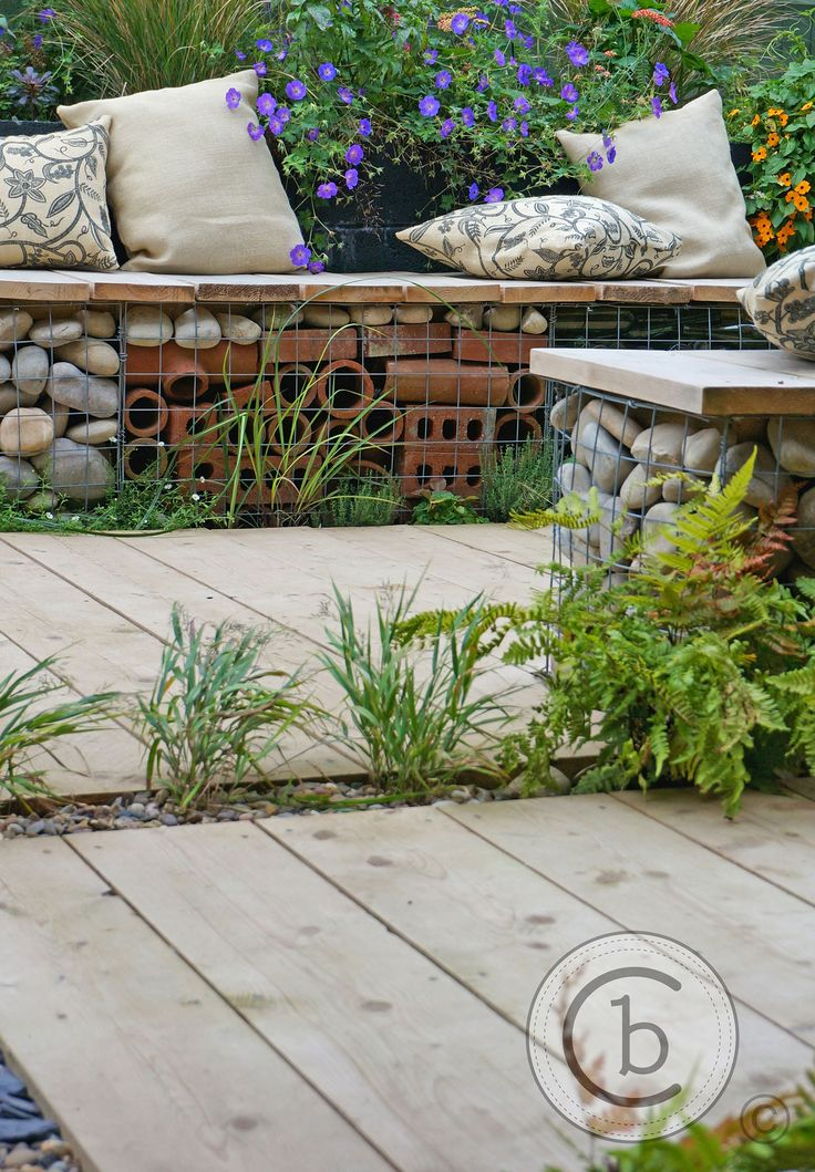 Ben Chandler Landscape & Garden Design - Tunbridge Wells - Hessian sack cushions on a gabion seat with reclaimed scaffold board seat tops and deck