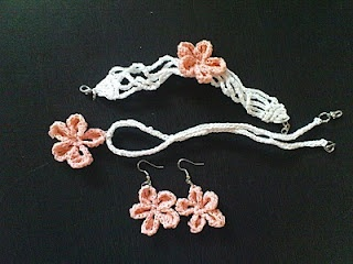 plarn jewelry- beautiful!: Plastic Bags, Jewelry Sets, Crochet Plarn, Flowers Jewelry, Crochet Jewelry, Moira Crochet, Crochet Patterns, Crochet Earrings, Scallops Flowers