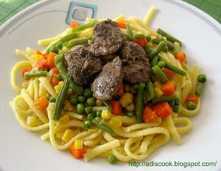 http://adiscook.blogspot.ro/2012/05/eierspatzle-cu-ficat-de-pui-si-legume.html