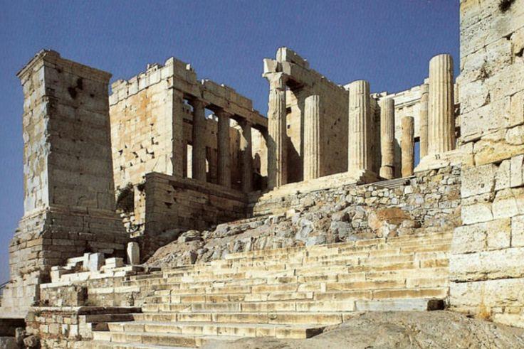 Propilei - 432 a.C.- Marmo bianco - Acropoli di Atene Erano l'entrata dell'Acropoli.