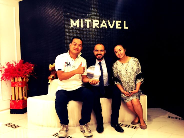 Marco Giovidelli (Ramada Plaza Milano Sales Manager) with Mitravel Top Producers.