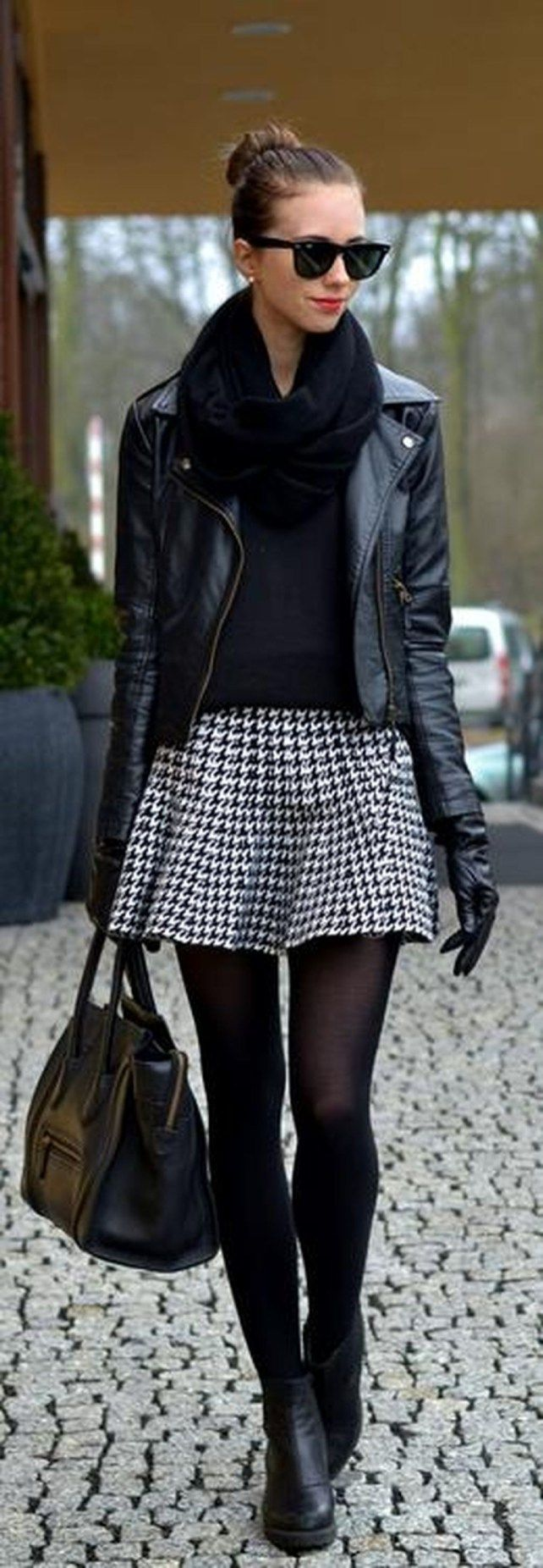 Classy and casual women winter leather jacket outfits ideas 22