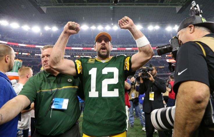 Packers' Final Play: Drawn Up in the Dirt -- Just like you used to do on the playground, Green Bay Packers quarterback Aaron Rodgers drew his team's final play up in the dirt. Legendary stuff.