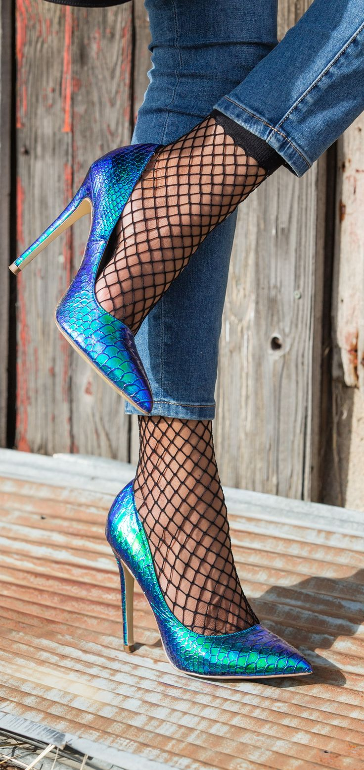 I NEED this heels and ankle socks combo right now! Also love the ankle length denim she has on. Iridescent hologram heels paired with fishnet socks.