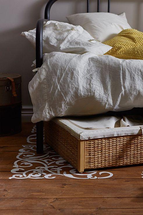 O αχρησιμοποίητος χώρος κάτω από το κρεβάτι σας μπορεί τώρα να μετατραπεί σε κρυφό αποθηκευτικό χώρο χάρη στο κουτί αποθήκευσης RÖMSKOG.