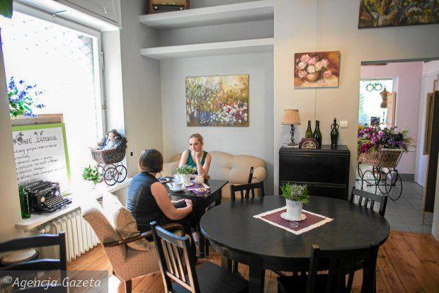 Kawa lub obiad między kwiatami. Nowe miejsce na Ochocie