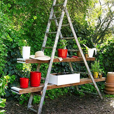 Old ladder potting benchIdeas, Wooden Ladders, Work Stations, Old Ladders, Pots Stations, Gardens, Pots Benches, Ladders Shelves, Backyards