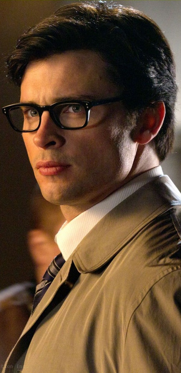 Tom Welling. Love the glasses.
