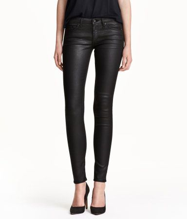 CONSCIOUS. 5-pocket, low-rise jeans in waxed stretch denim made from a Tencel® lyocell blend. Ultra-slim legs.