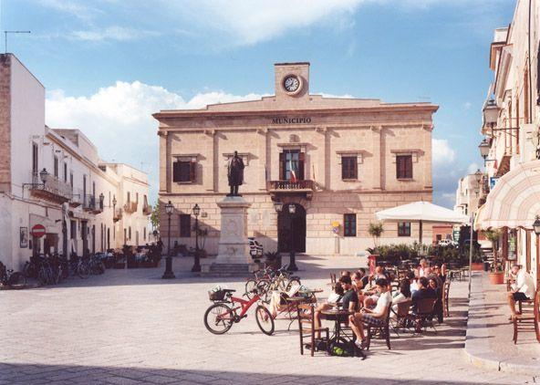 The town centre in #Favignana, #Sicily - perfect place for tasting some delicious sicilian granita...