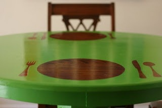 reverse stencil dining table - I might do this on the kids' table in the basement and put the play kitchen next to it.