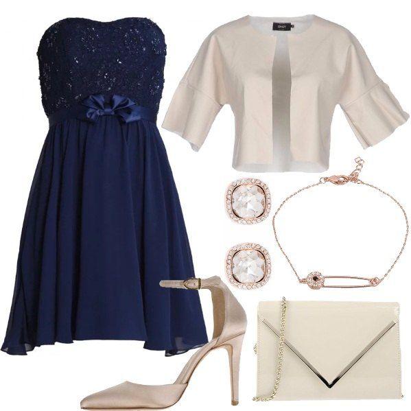 Vestito+elegante+blu+con+corpetto+con+merletto+e+paillettes,+fiocco+sotto+seno+e+gonna+svasata+con+pieghe,+abbinato+alla+giacca+monopetto,+tinta+unita+con+scollo+tondo+e+maniche+corte.+Décolleté+Mary+Jane+in+raso+beige+con+punta+stretta+e+tacco+a+stiletto+rivestito,+clutch+mini+in+similpelle,+effetto+verniciato+con+applicazioni+in+metallo+e+chiusura+a+calamita.+Completiamo+con+i+gioielli:+orecchini+con+pietre+e+bracciale+in+ottone,+placcato+oro+9kt+e+cristallo
