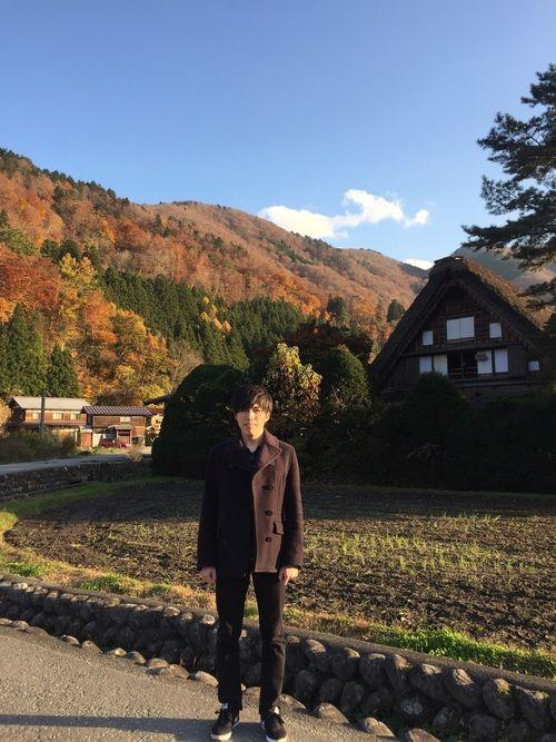 バックは岐阜の白川郷です! 紅葉きれいでした🍁 Pコートはお気に入りのラルフローレンです!