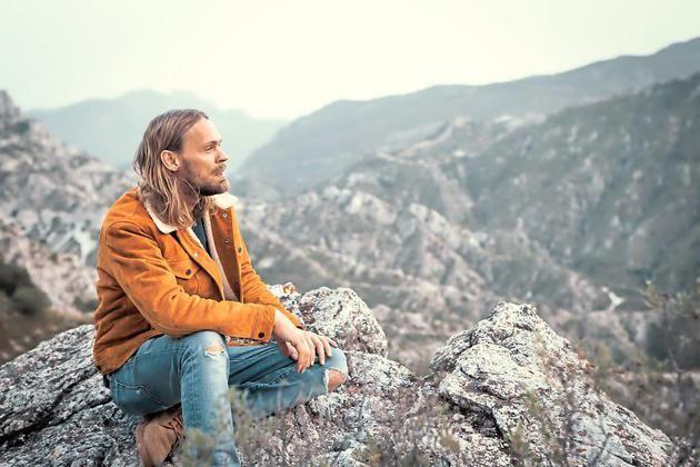 Pohlmannveröffentlichte 2006 sein erstes Album, hat 2007 beim Bundesvision Song Contest den fünften Platz belegt und geht jetzt auf Tour.