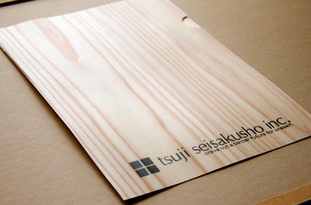 辻製作所 デザインの力でスギを生かしたMIYABIO|福岡県 大川市|「colocal コロカル」ローカルを学ぶ・暮らす・旅する|ウッドファイル。杉を極限まで薄く削り、ラミネート加工したものだそう。