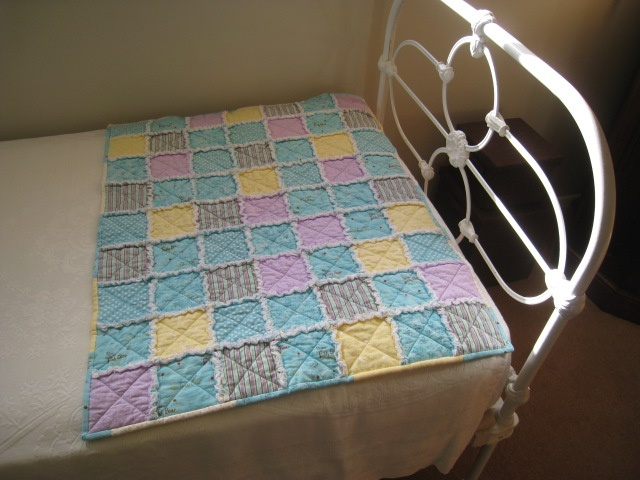 Raggy cot quilt for Toby