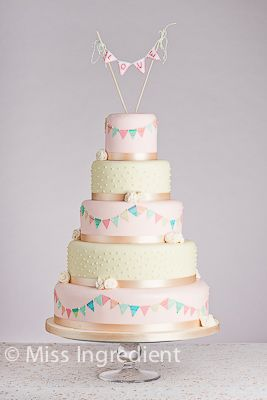 Vintage Wedding Cake with Bunting - Bespoke Wedding Cake Specialist - Custom Birthday Cake Caterer - Wedding Cup Cake Tree Poole & Bournemouth - Cake Company