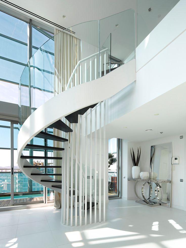 M s de 25 ideas incre bles sobre barandas de cristal en pinterest escaleras de cristal - Escaleras para duplex ...