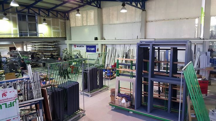 Η εταιρία Simpas δραστηριοποιείται στην επεξεργασία υαλοπινάκων καθώς και στην κατασκευή ενεργειακών κουφωμάτων. Η έδρα της βρίσκεται στην Αμπελιά Ιωαννίνων, ενώ λειτουργεί εκθεσιακός χώρος στο κέντρο των Ιωαννίνων. www.simpas.gr